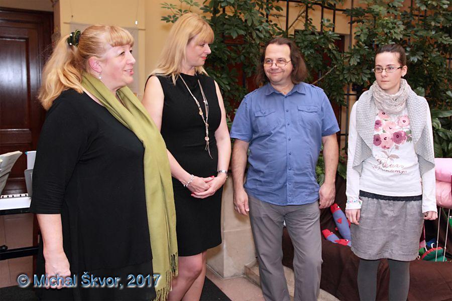 Autorky pozvaly k účasti na výstavě také Lucii Vilímkovou, kterou představil Michal Roškaňuk, předseda a zakladatel spolku Adventor
